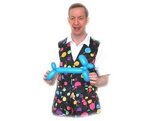 Entertaner for party workshops with balloon modelling